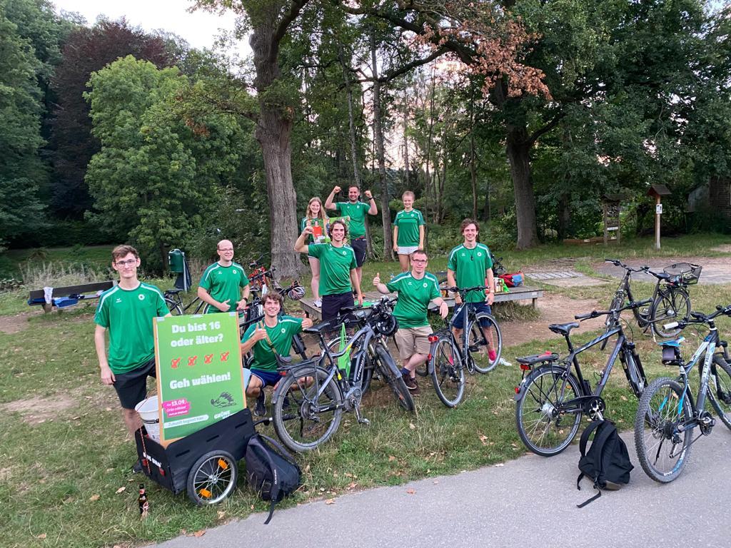 GRÜNE Jugend Lohmar eröffnet ihren Straßenwahlkampf mit einer Fahrradtour